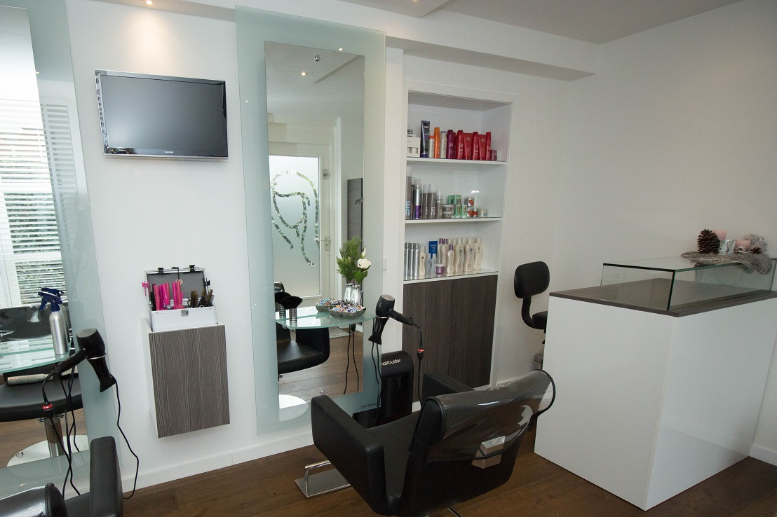Hair claire de kapsalon in blixembosch in de stad for Kappersinterieur